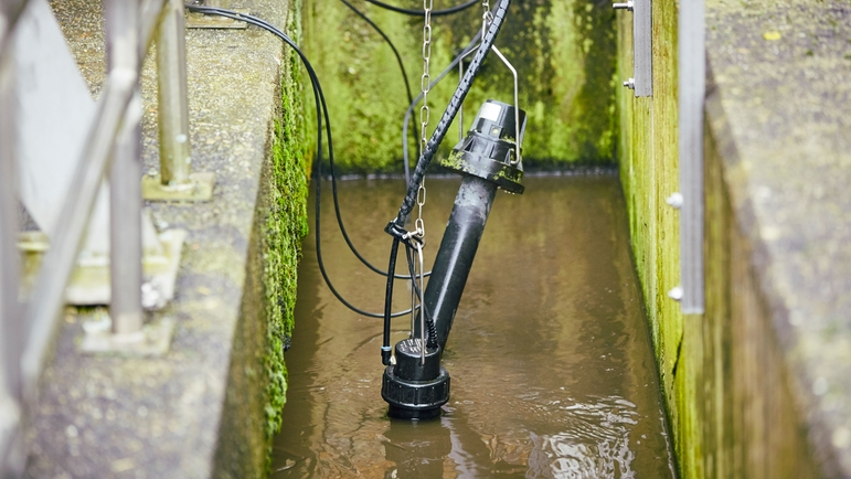 The ISEmax CAS40D sensor measures nitrate and ammonium in the Stadtlohn wastewater treatment plant.